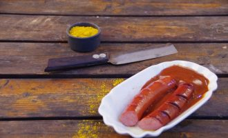 CurrywurstCountry_Currywurst mit Pelle